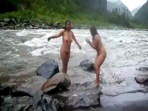 2992477 duas mulheres maduras indianas tomando