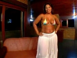 Mulher bonita grande brasileira Moura,