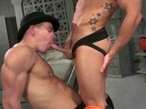 Pirced boy Sexy a fazer sexo oral