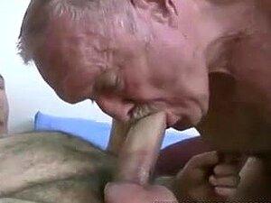 Dois velhos avô gay maduro a foder e a chupar