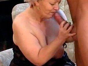 Fode com gorda velha vovó loira em meias