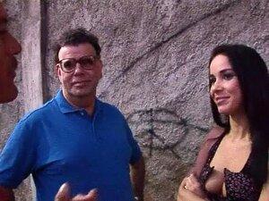 Monica Mattos em En Mi Culo, no Brasil à caça de
