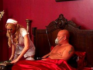 A enfermeira Denise Klarskov gosta da virilidade