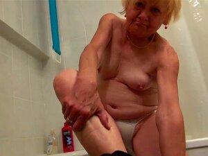 Vovó OldNanny bonita e boa garota se masturbando