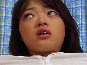 Japonesa teen fodido e examinados por dois
