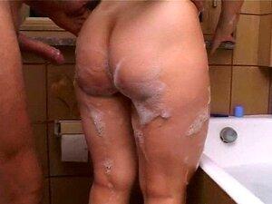 Boquete da esposa italiana no banho Moglie