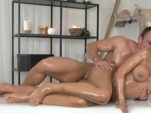 Masseur fucks busty Euro babe in massage room