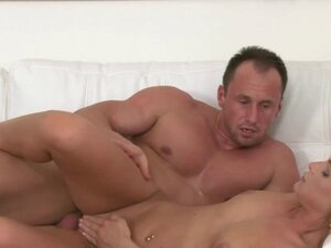 Blonde agent fucked by muscled stud