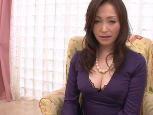 HD asian MILF figers her mature pussy