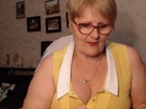 Fat Granny Flashes Her Asshole on Cam