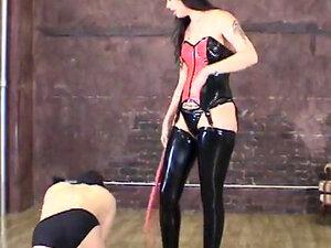 Japanese Mistress Alice slapped the face of slave