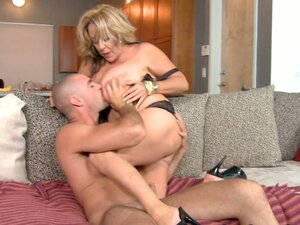 Horny momma Kandi Cox exposes her big assets in