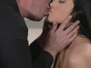 Hot ass brunette Anna Rose undressed during