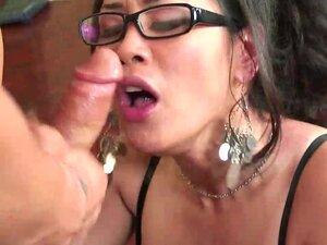 Asian whore Jessica Bangkok riding on shaft on