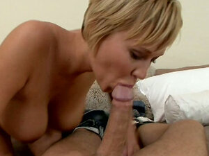 Fab bitch Carly Parker gives blowjob and then