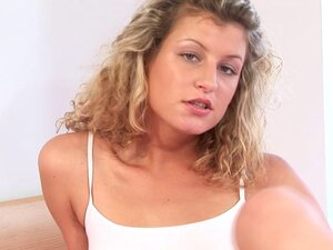 Curly-haired babe Kia spicing the alone time with