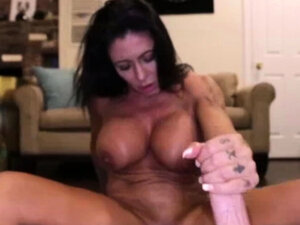Simone G Handjob and Facial