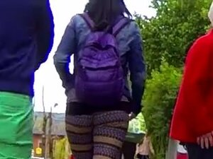 Candid - Bouncing Ass In Tight Leggings,