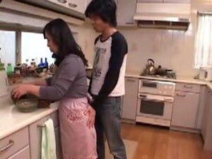 Japanese Mom Goes For It!, Japonese mother is