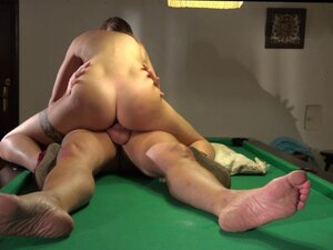 My stepdaughter loves old cock fucking her pussy