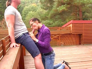 Outdoor porn with a pissy babe