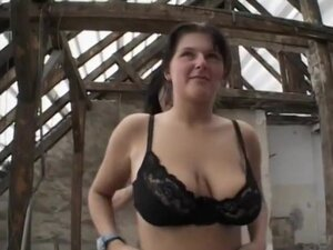 Natural Tit Sweetheart in Lesbian Action, Graben