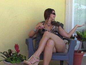 Handyman gets bosses wifes feet - Foot Job Foot