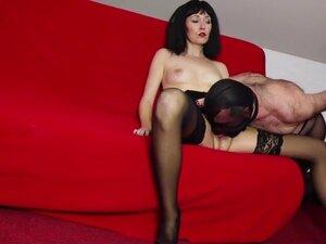 He licks her pantyhose creampie