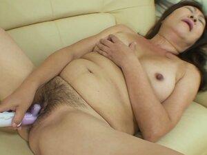 Ugly Japanese mommy Michiko Okawa masturbates with