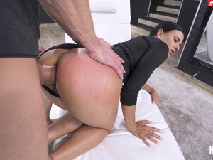 Hardcore pussy and ass fucking makes Billie Star