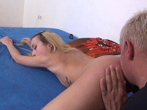 Skinny blonde bimbo has her tight pussy plowed