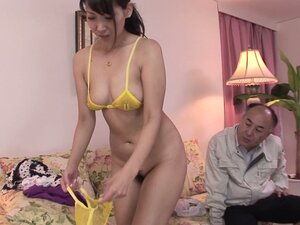 Curvaceous brunette housewife Chihiro Kitagawa