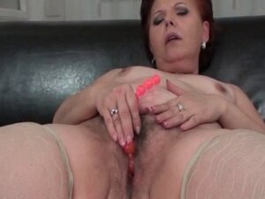 Mature BBW mastuabating pussy with beads