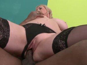Mature slut interracial fucked hard in pussy