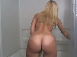 Blonde With A Hot Ass & Shaved Pussy Dildoes In