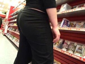 yoga pants bubble butt