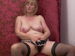 Lovely mature mother with nice tits and body,