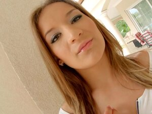 Hot ass model Yuliana plays with a buttplug and
