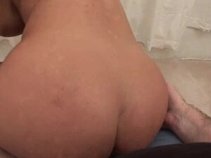 Lisa Ann makes her pussy glide on the cock