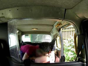 Taxi amateur getting pussylicked on backseat