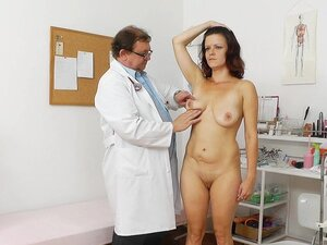 Dzamila fuck in her puss in the medical chair