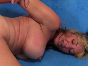 Mature Tart Sky Haven Has Her Pussy Stretched by a