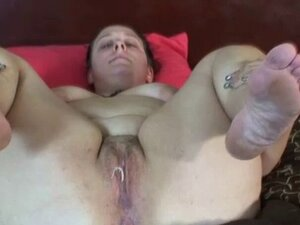 Teen amateur chicks showing cunt and ass holes in