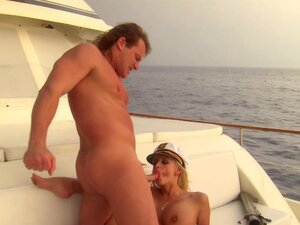 Slender blonde Stormy Daniels makes a blowjob on