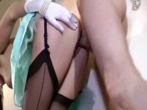 Mature brit in stockings