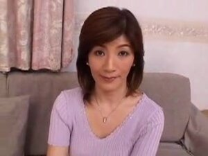 Japanese mom takes young first time, Japonese
