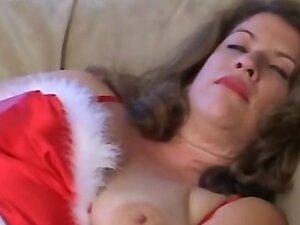 Fat mom nailed by horny Santa