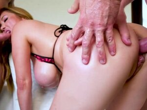 Asian Kianna Dior knees and gives a gagging double