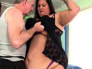 Fatty Lorelai Givemore gets sensual massage