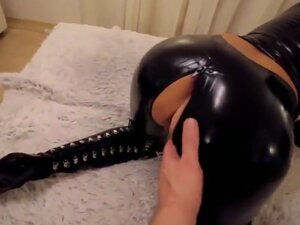 Slut in black latex cat suit with gloves fucked